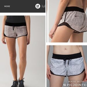 LULULEMON hotty hot shorts size6 perfect condition